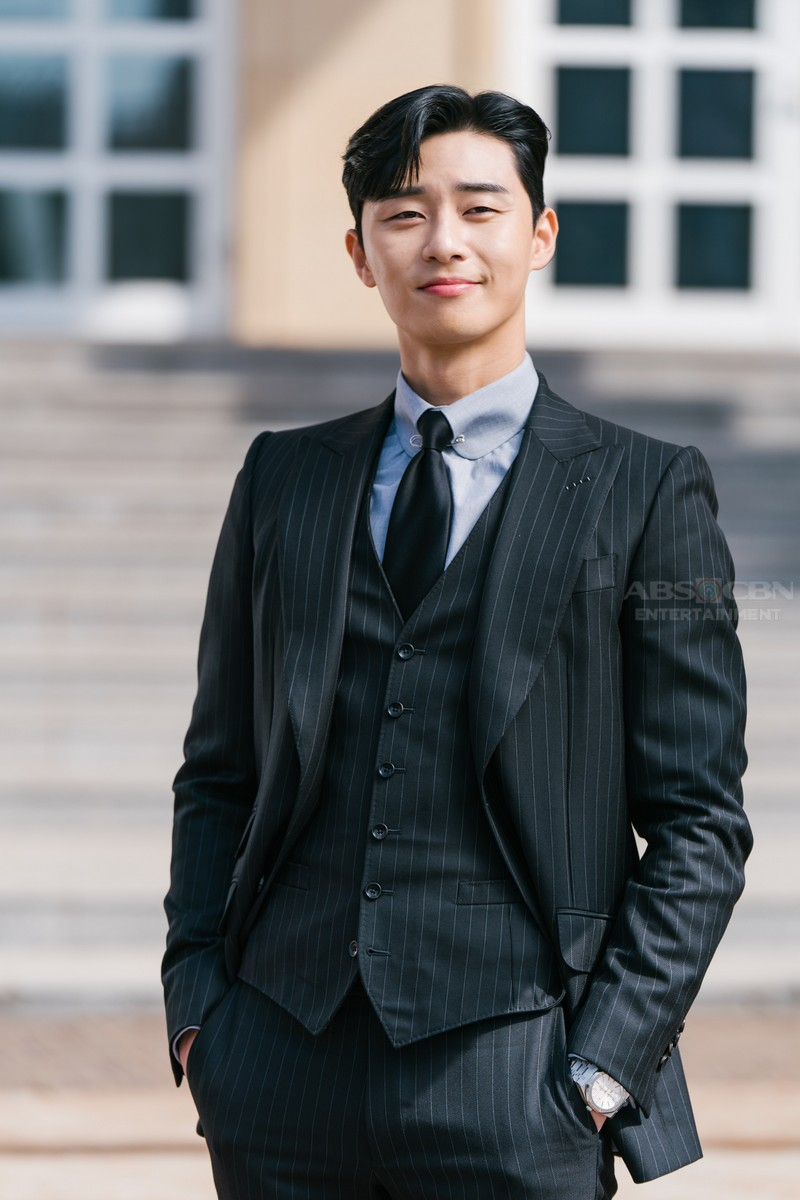 "LOOK: Park Seo Joon as Ivan Lee on ""What's Wrong With Secretary Kim?"""